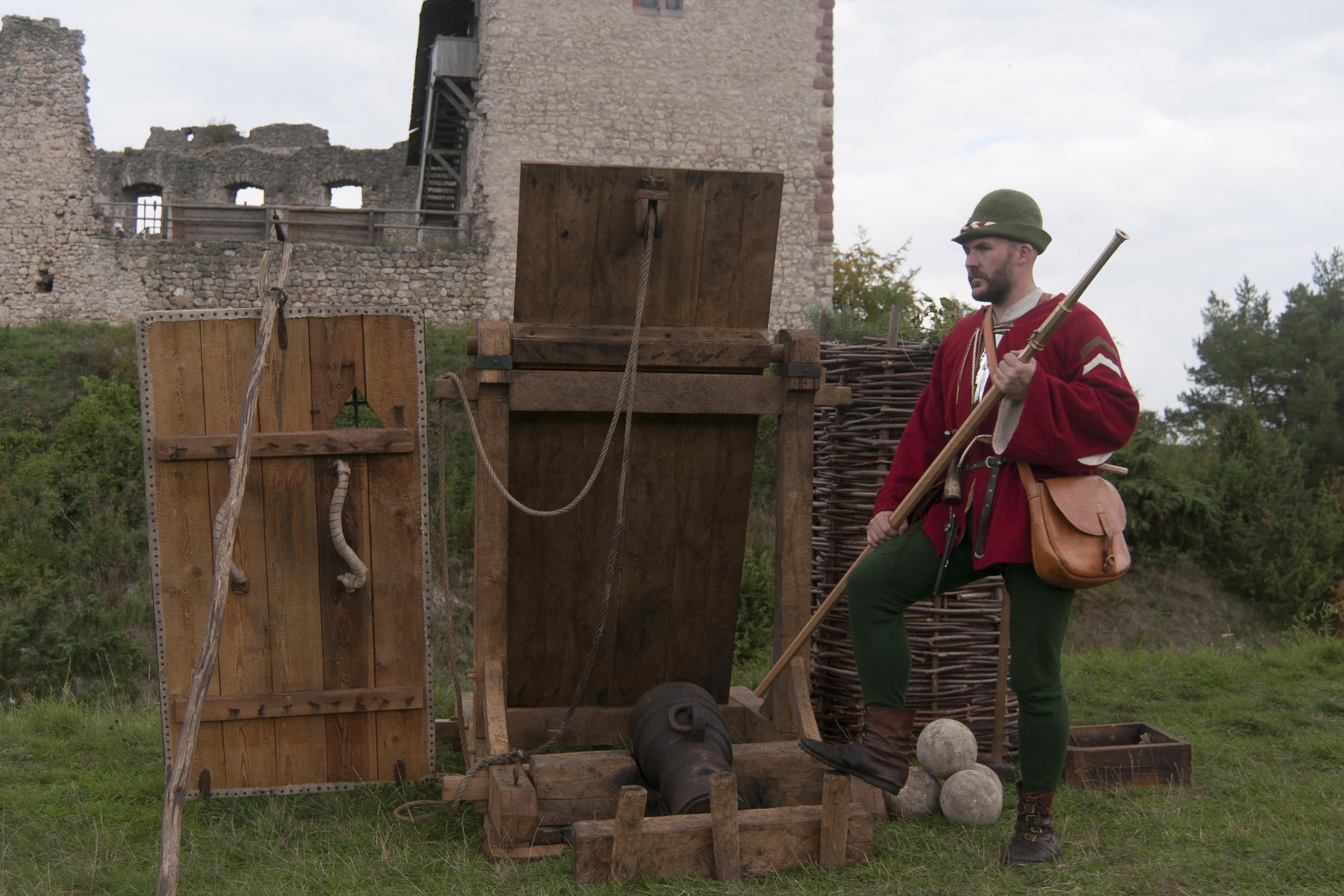 Frankfurter Büchsenschütze um 1475 mit Schutzwänden for eine Burgruine